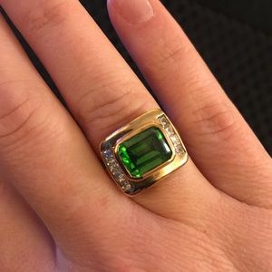 Jewelry - Green fashion gold toned ring with clear stones